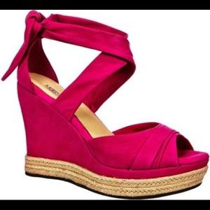 Size 8 Lucy UGG Wedge Sandal — Hot Pink suede